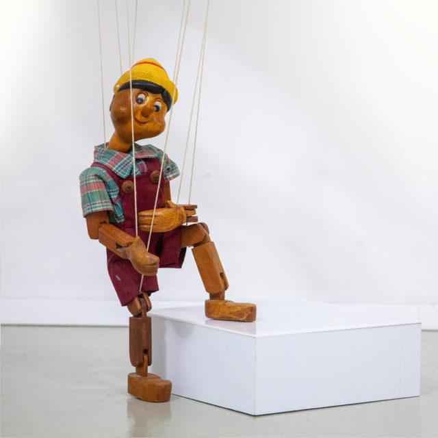 Alte handgeschnitzte Pinocchio Marionettenfigur