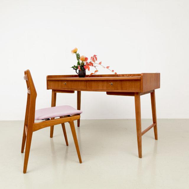 Kleiner 50er Jahre Schreibtisch Hellerau (847)