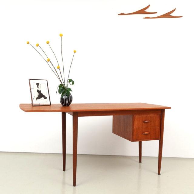 Teak Schreibtisch von Edward Valentines (820)