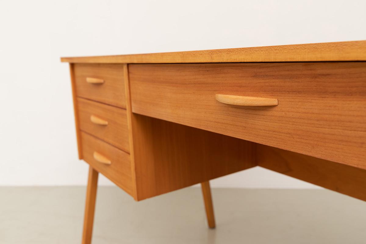 zierlicher Schreibtisch 60er Esche