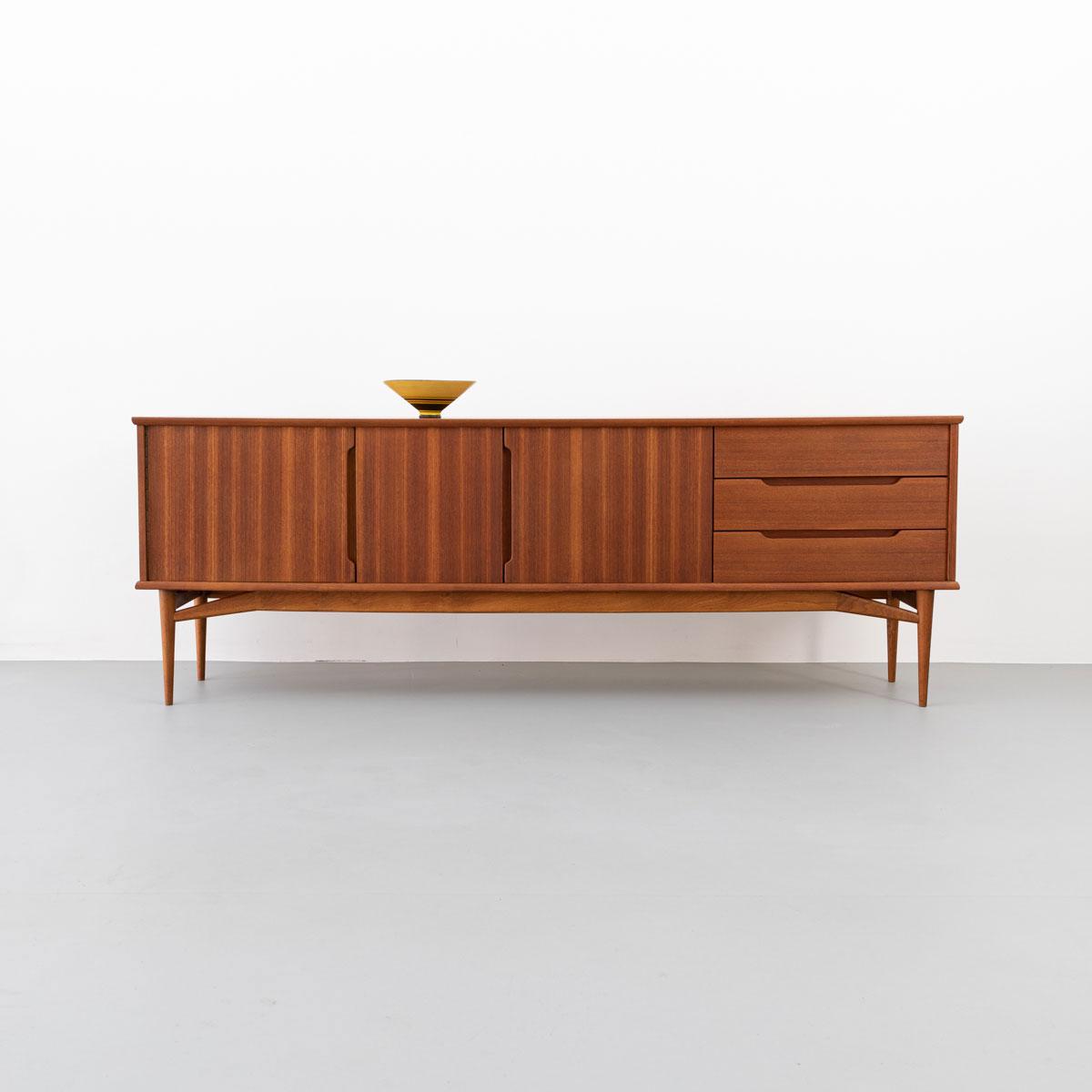 mid-century-teak-sideboard-fredericia-01