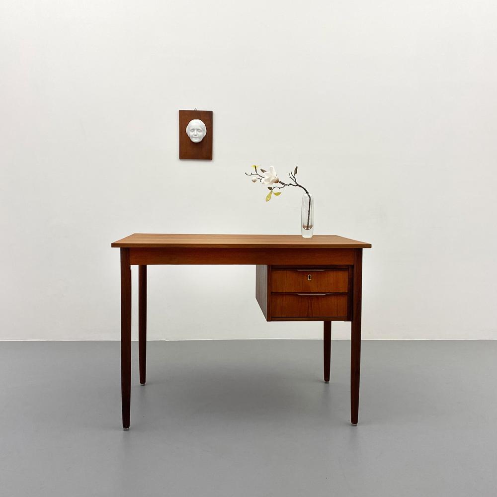 arne vodder desk dansk