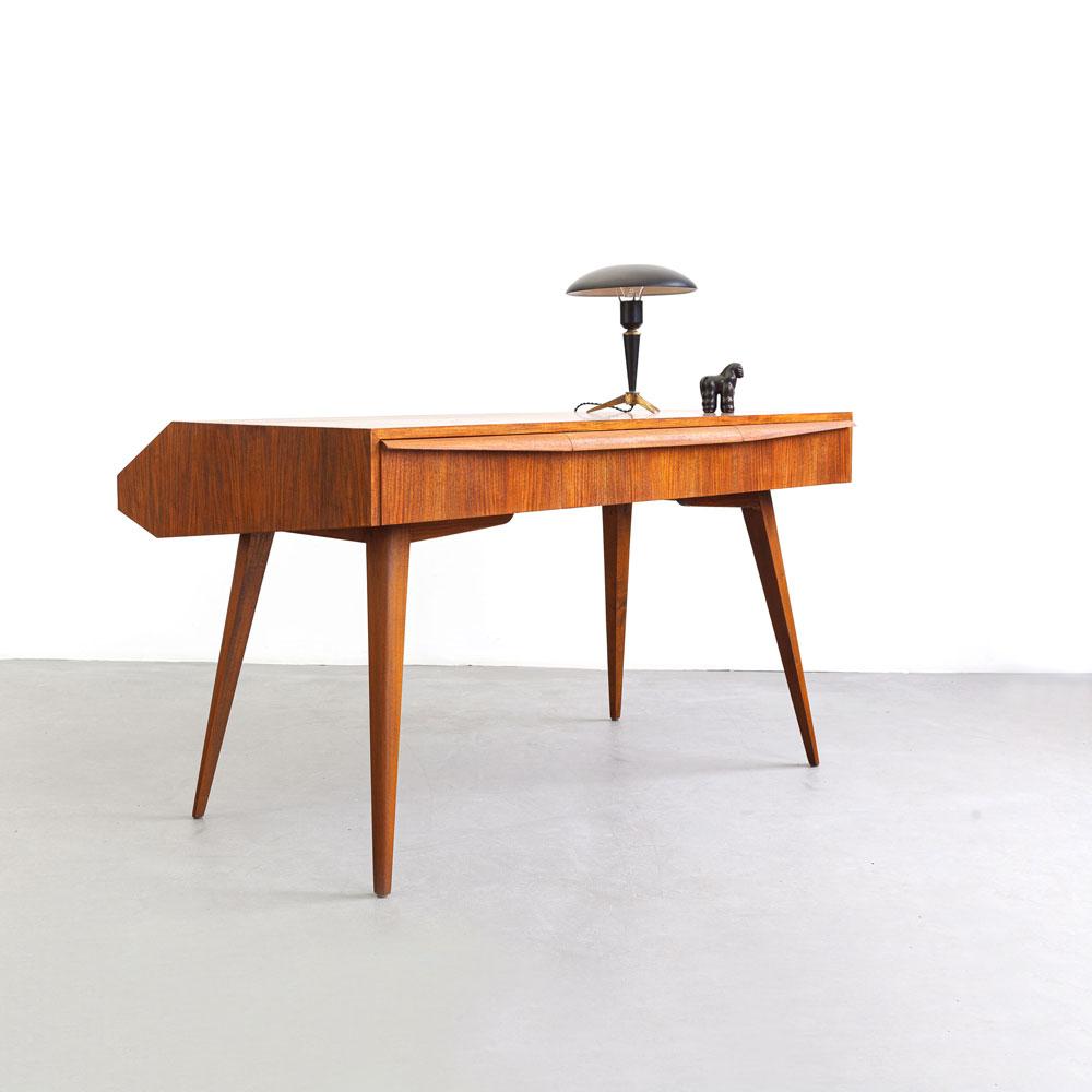 Nussbaum Schreibtisch, 50er Jahre, designklassiker