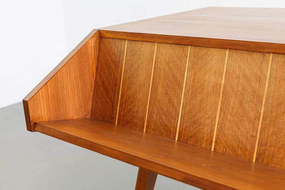 Schreibtisch, Nussbaum furniert, Vintage, designklassiker
