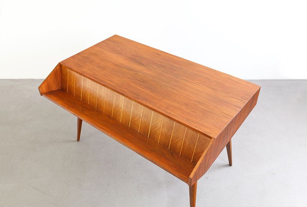 Nussbaum-Schreibtisch, Buche, designklassiker