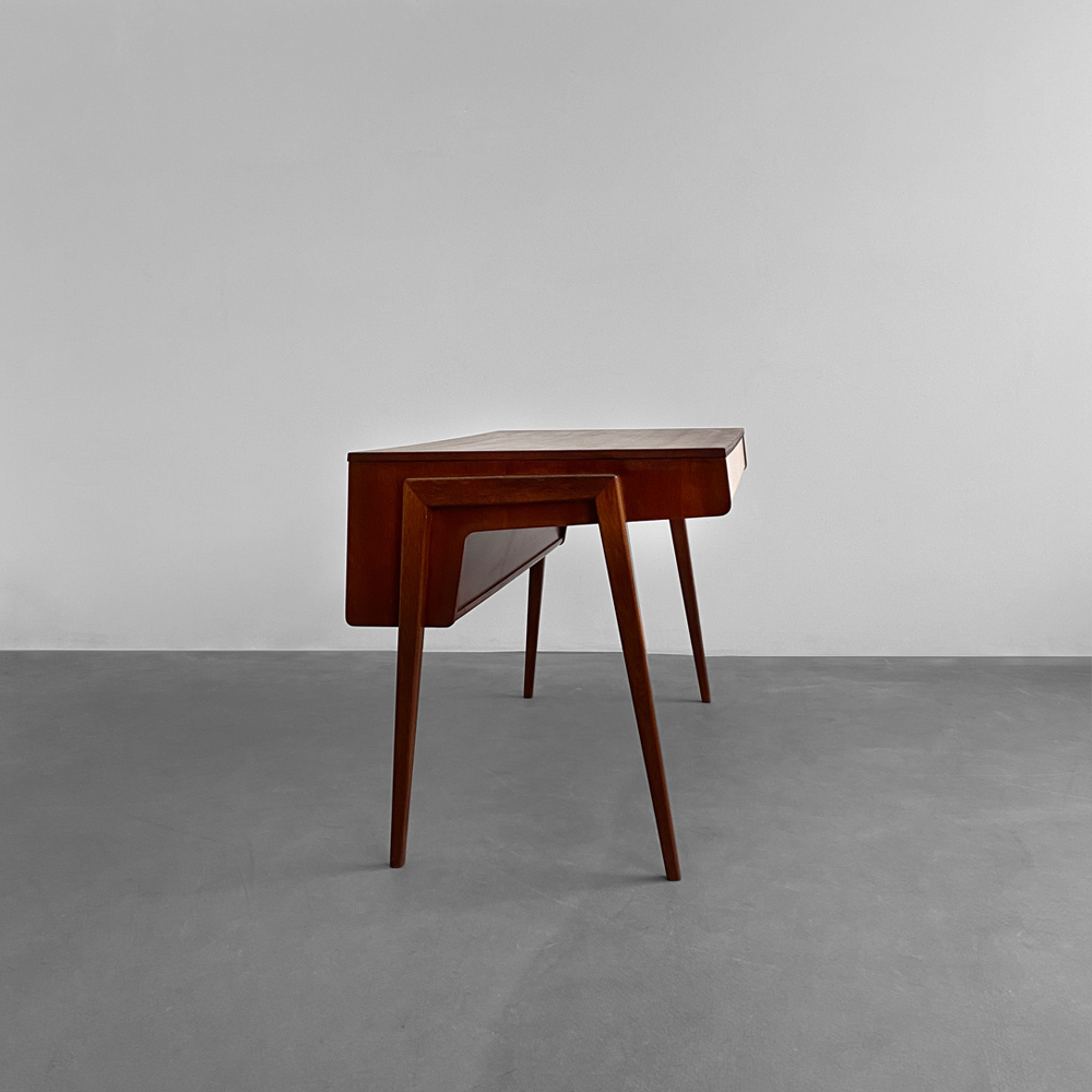 designklassiker desk vintage Nussbaum