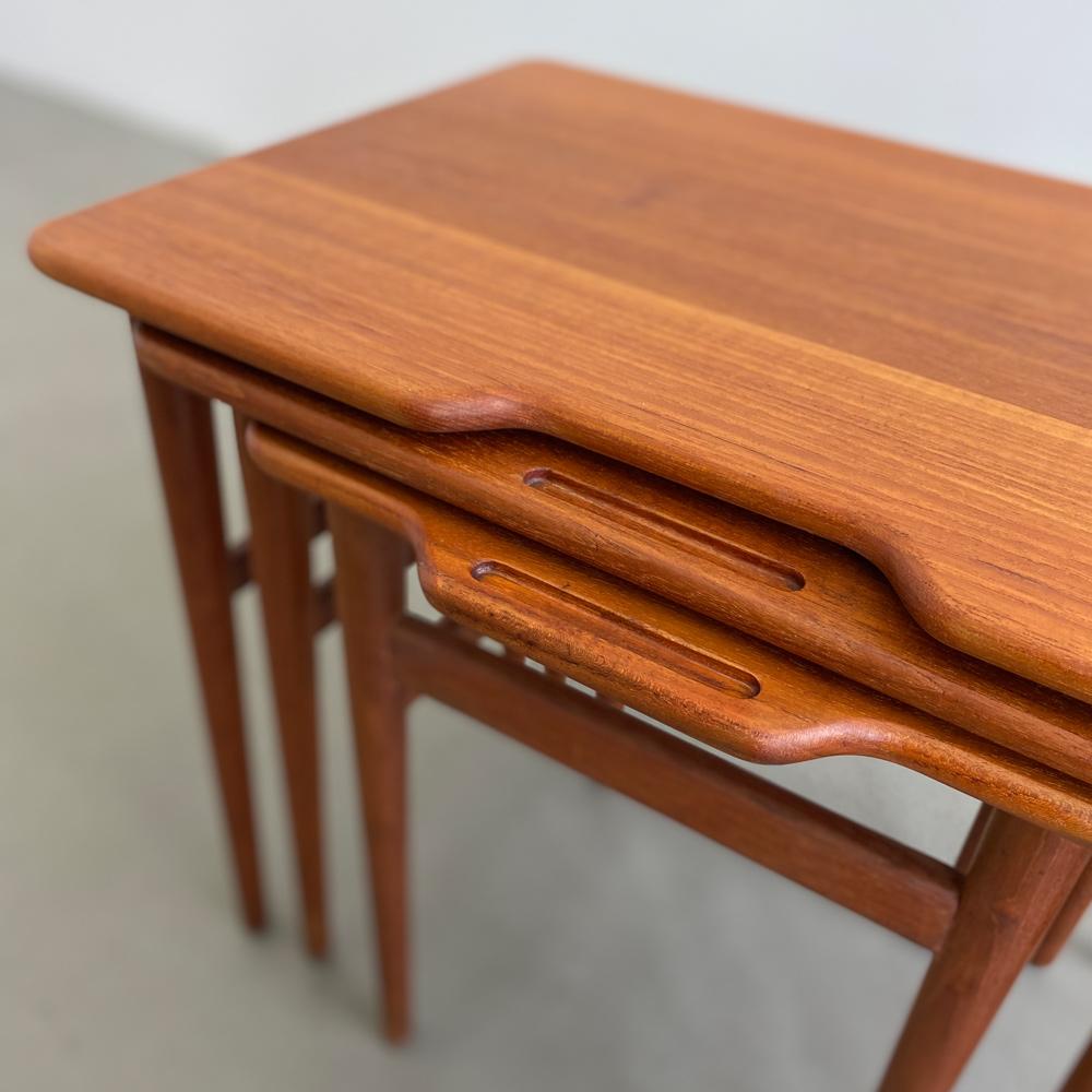 Holzmaserung teak satztische Tischchen