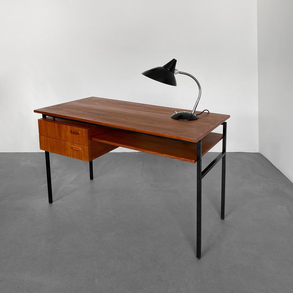 Schreibtisch Stahlrahmen geradlinig 60s
