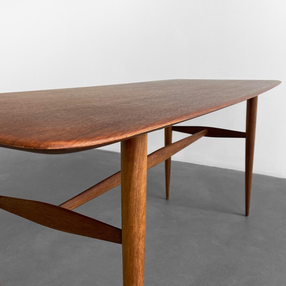 Teak Tisch von Werzalit abgerundete Tischkante