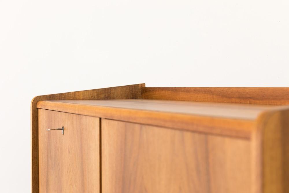 Highboard mit Schubladen und Barfach