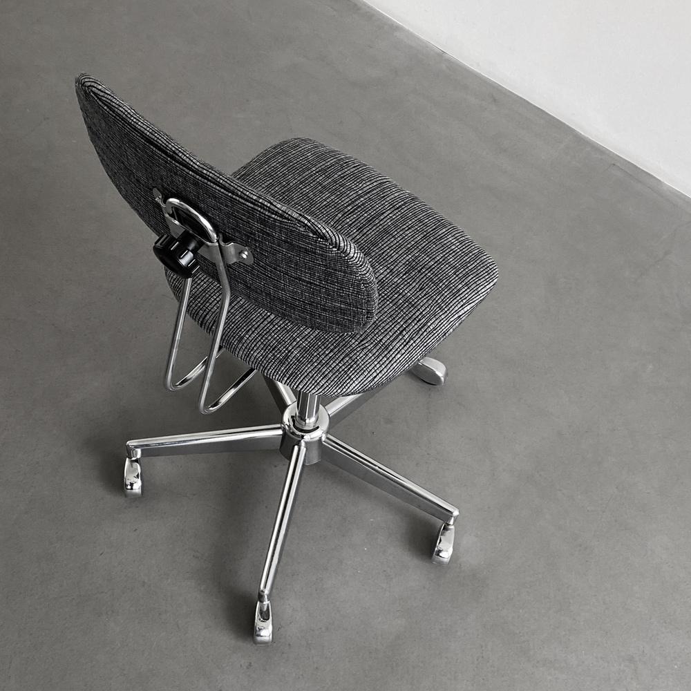 Monochromatisch Drehstuhl Arbeitsstuhl midcentury