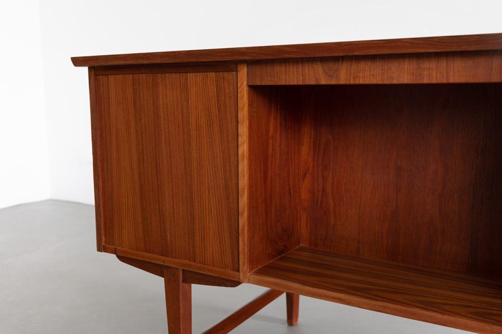 Schreibtisch 60er bücherfach designklassiker