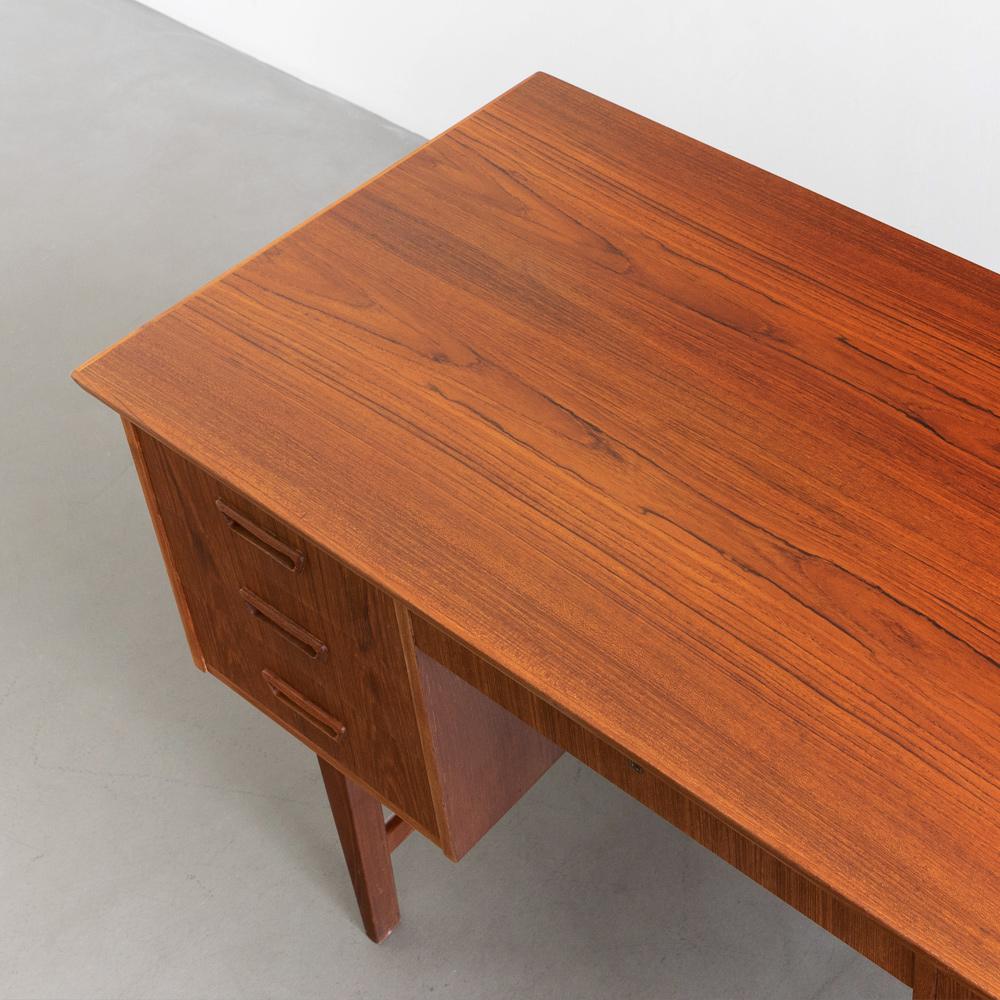 Schreibtisch aufgearbeitet 60er Jahre