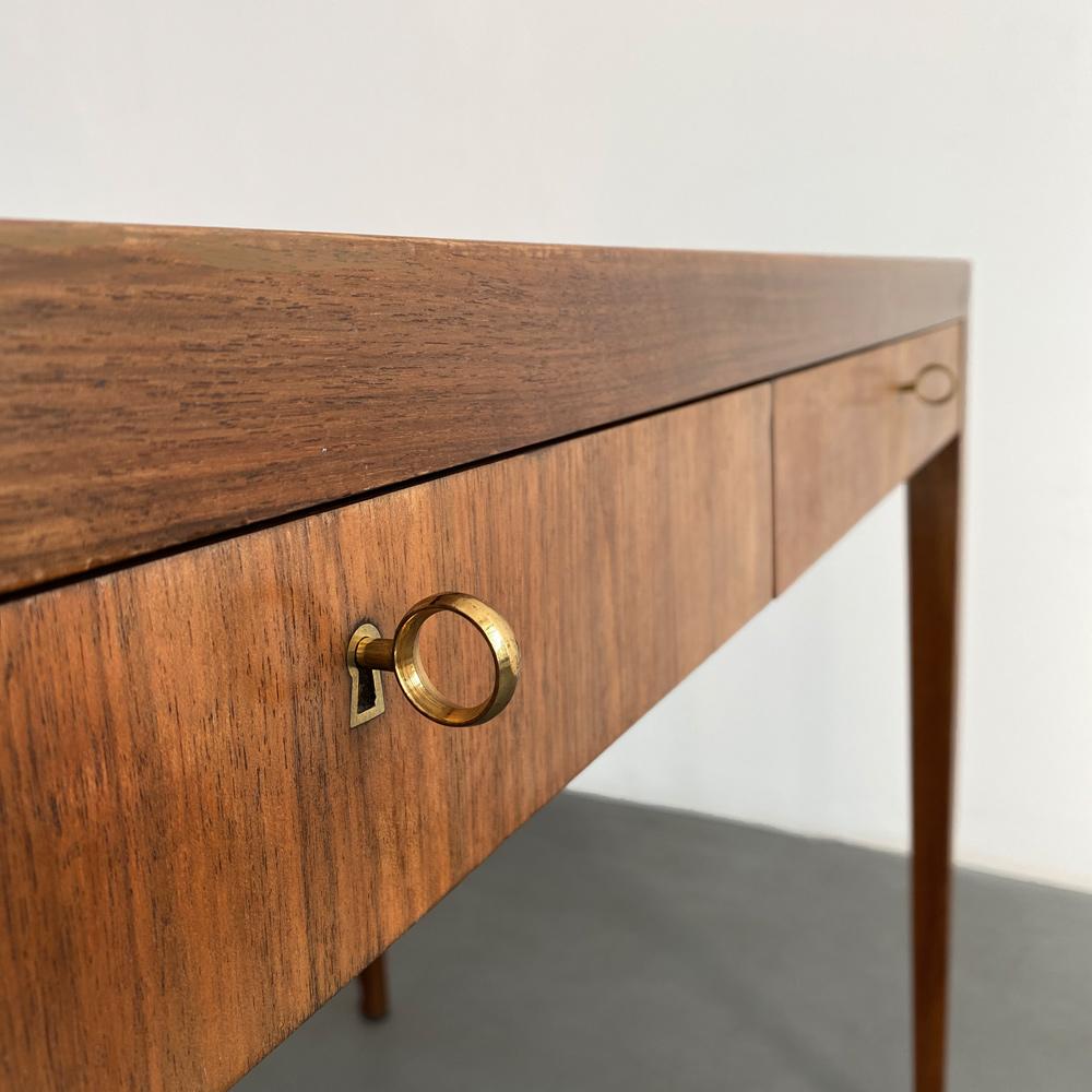 Nussbaum Messing Schreibtisch vintage
