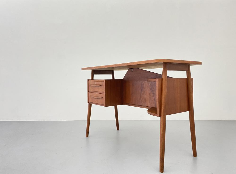 60er Jahre Schreibtisch, Teakholz